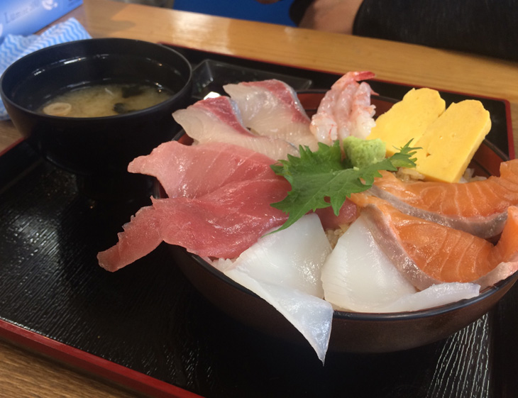 魚稚(うおわか)の海鮮丼