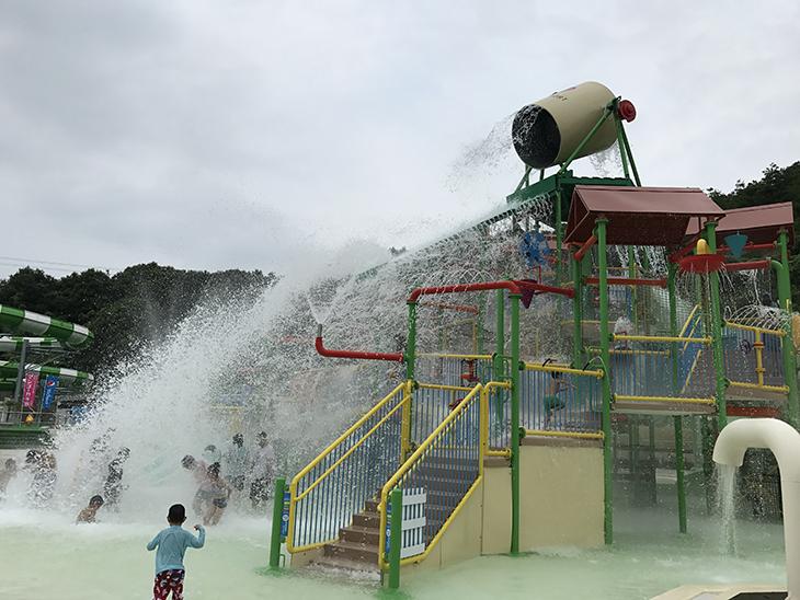 2トンの水が降り注ぐ水の要塞