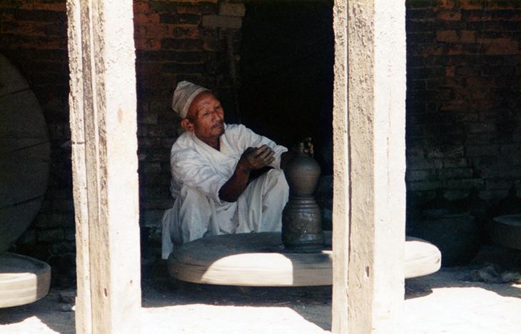 陶器作りが有名で、いたるところに壺などが売っていた