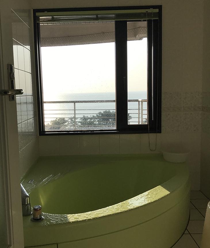 外の景色が眺められるお風呂