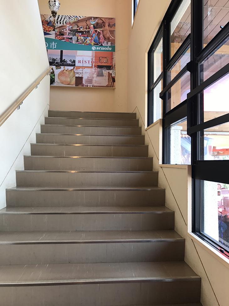 階段は小学校を思い出させてくれる階段は小学校を思い出させてくれる