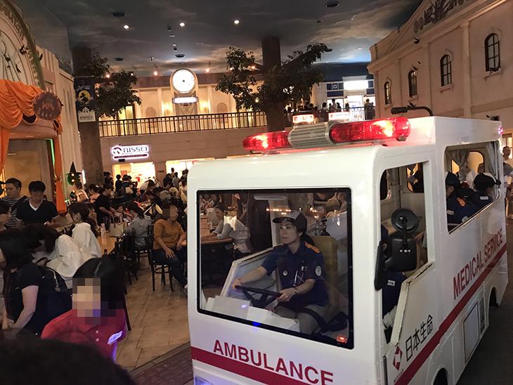 救急車が通ります