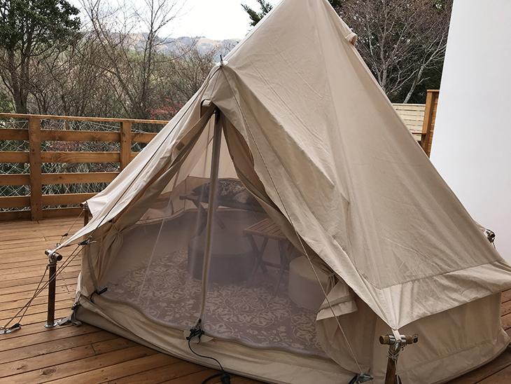 バルコニーにテントもあり