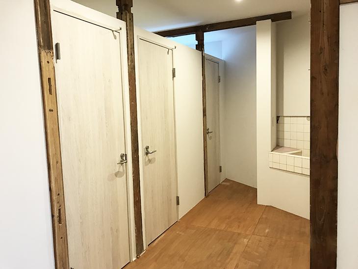 シェアオフィスもあります。その扉