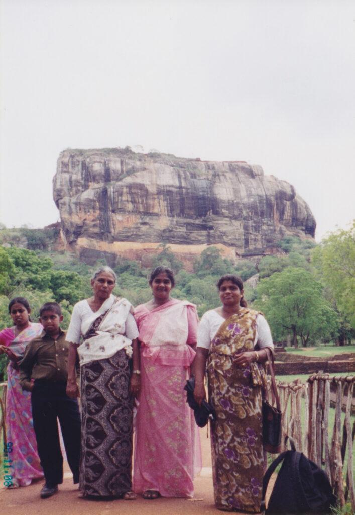 シギリヤロックに観光に来ていたスリランカの家族